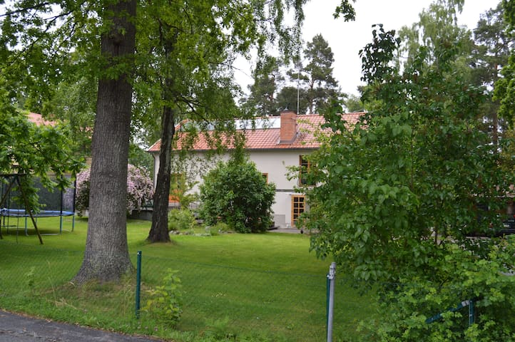 Spacious house 10min from Stockholm - Danderyd - House