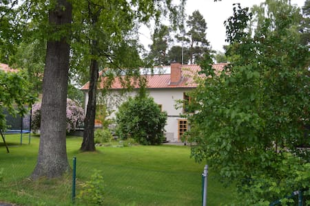 Spacious house 10min from Stockholm - Danderyd - 獨棟