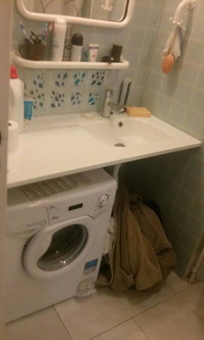 Machine à laver, salle de bain neuve