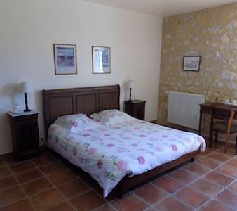 Chambre d'hôtes de charme pour 1 à 4 p,  piscine - Conne-de-Labarde