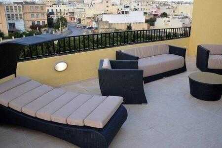 Modern 1 Bedroom Penthouse - Birkirkara - อพาร์ทเมนท์