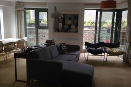 Double bedroom en suite in spacious, seaside flat - Dublin - Appartement