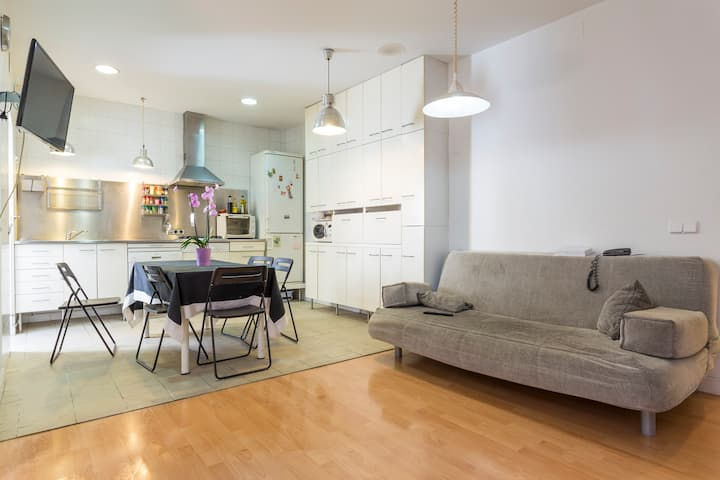Singleroom ground floor patio house