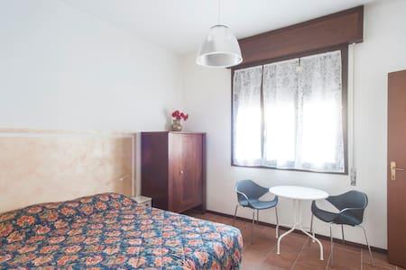 In centro, camera 2 letti con bagno - Crema - Haus