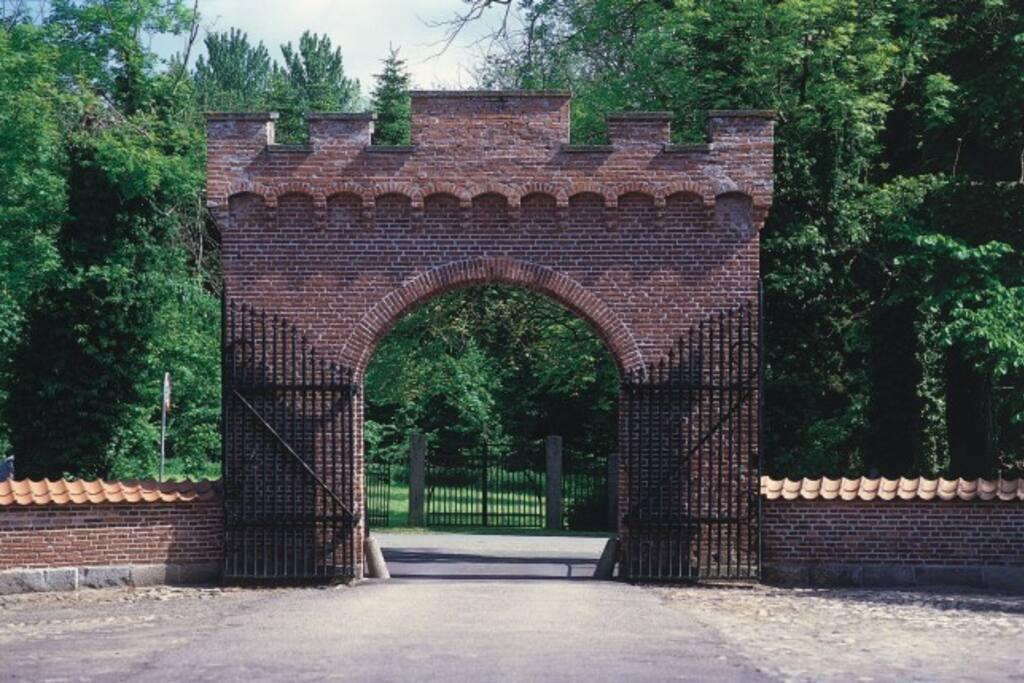 Porten til Broholm