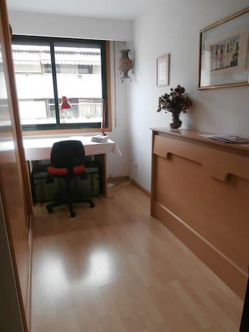 Habitación en moderno apartamento - Orense - Apartamento