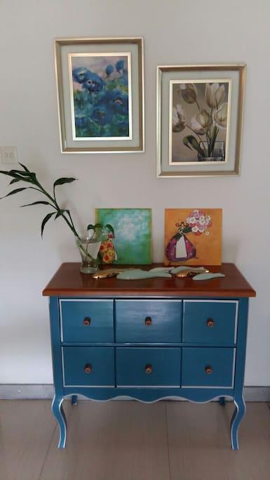 这张实木的复古玄关桌,简单又大气,能够储物,超级爱。