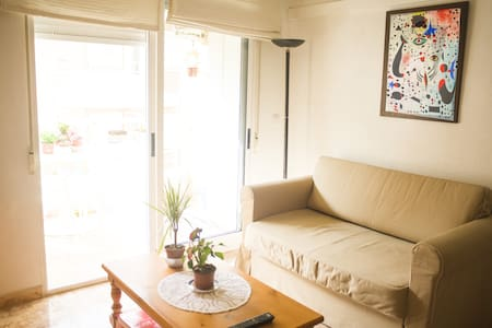 Sunny flat 2 room 2 balcony 1 road from the beach