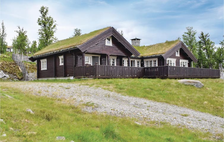 Holiday cottage with 3 bedrooms on 125m² in Gålå