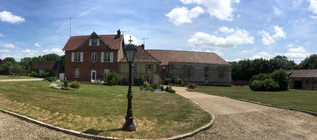 Maison de charme avec grand jardin. - Auneuil - Hus
