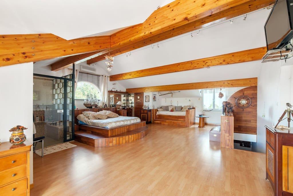 Suite chambre cocooning avec terrasse et piscine suites - Piscine villette de vienne ...