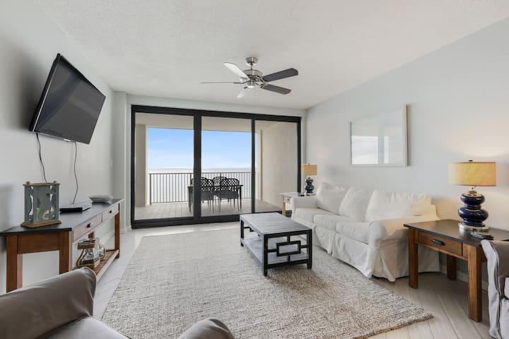 WINDWARD POINTE Direct Beachfront sleeps 10