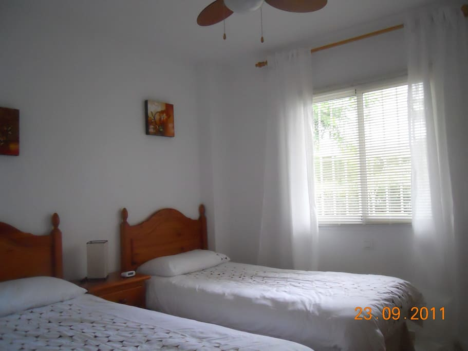 2nd Bedroom with twin beds and ceiling fans