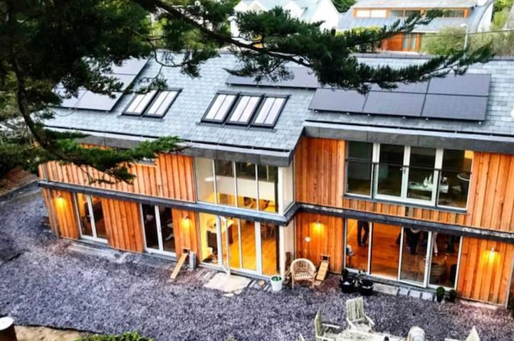 A Stunning Contemporary Property Located in Rock