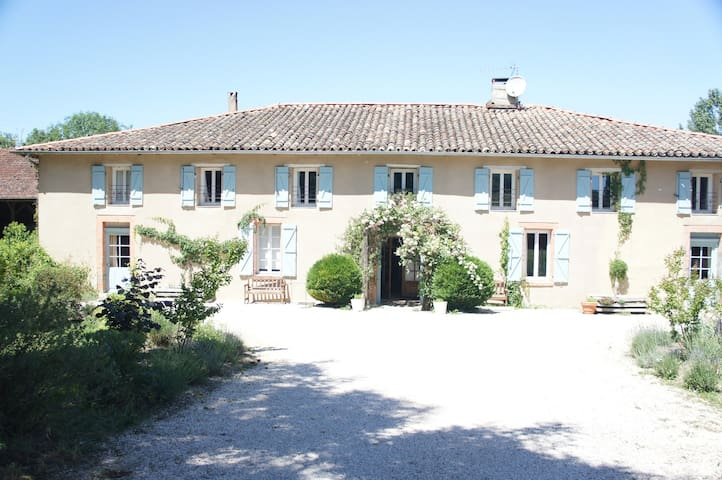 French Farmhouse with pool - l'Isle-en-Dodon - House