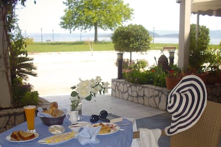 Double Guestroom @ Livanates - Bed & Breakfast