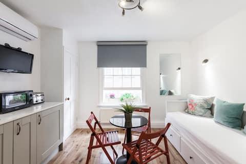 Versatile 2 King bed1 bedroom  & 1 lounge/bedroom