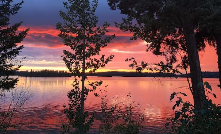 Bridge Lake waterfront cottage with sunset views