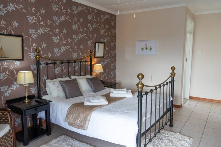 Arosfa Lodge Room 1