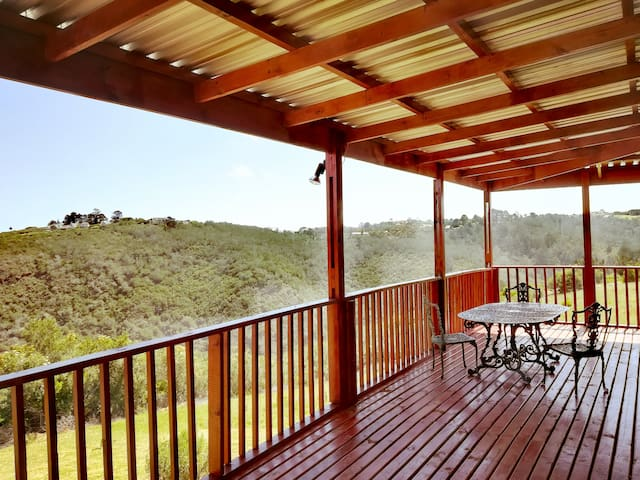 Cottage on Kaaimanskop Estate with panoramic views