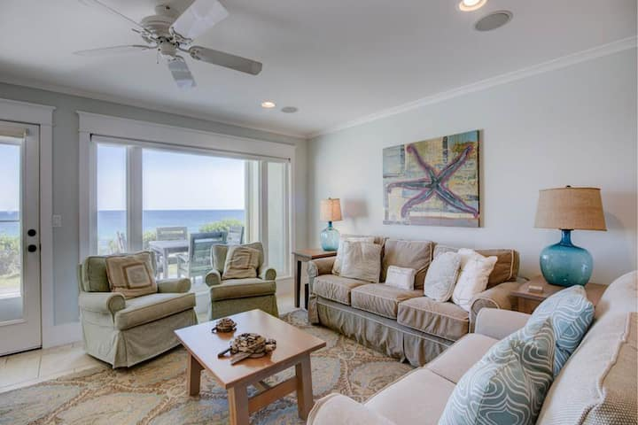 Lovely Santa Rosa Beach vacation rental - Gulf-front balcony & pool on-site!