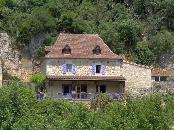 LA  GALINETTE maison au pied de ST CIRQ LAPOPIE