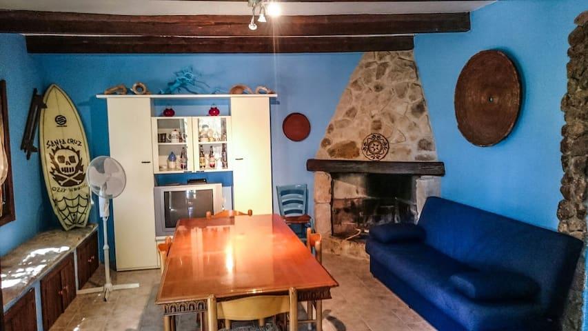 Particolare casa tipica sarda mare - Gonnesa