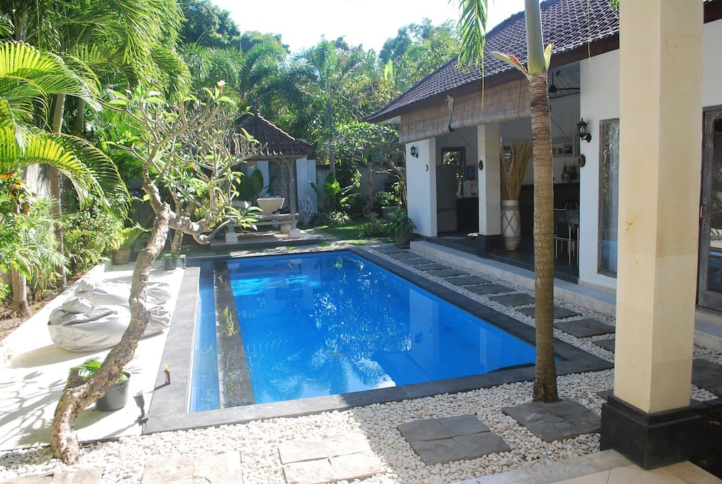 welcome to the paradise!!  Cozy romantic 2 bedrooms villa (160m2) rest in 400m2 tropical beautiful garden with private swimming pool,gazebo(bale) and water fountain.