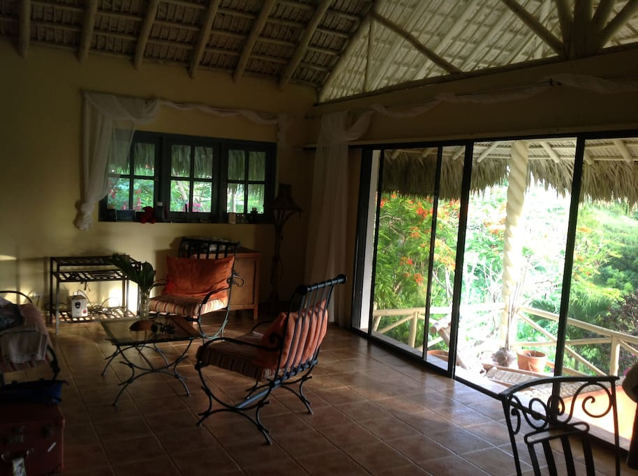 salon sur belle terrasse