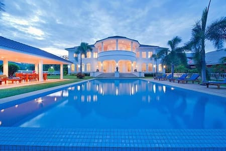 Colonial villa on quiet golf course - Hua Hin