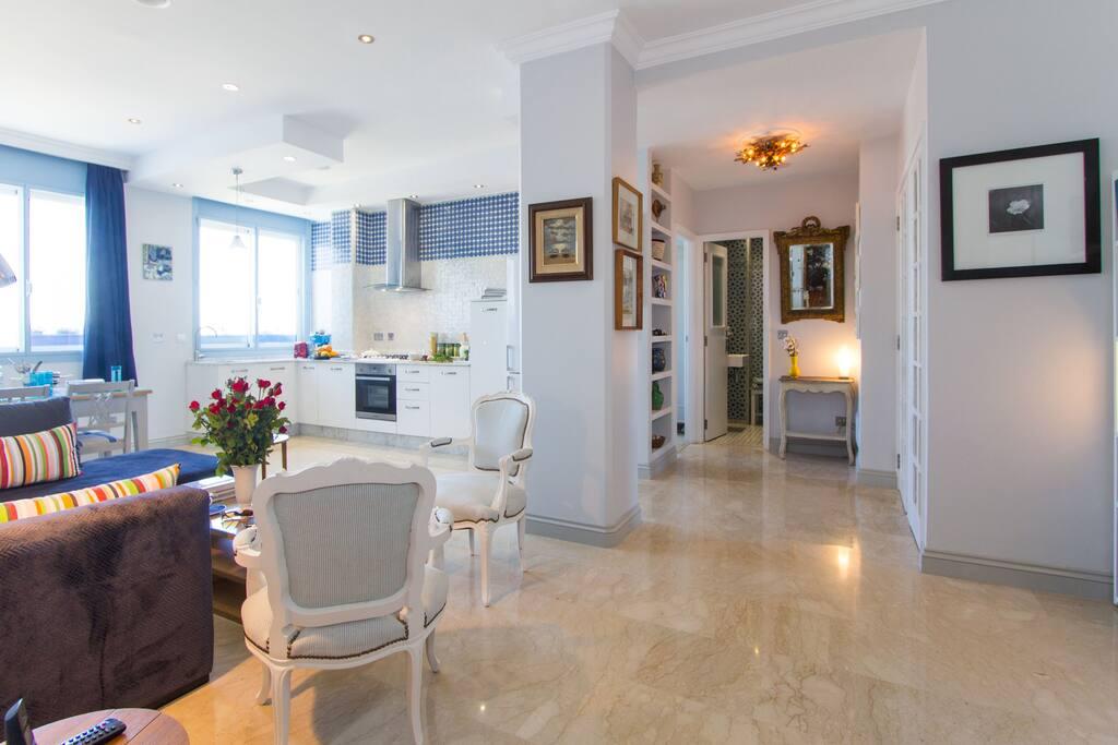 Large open plan sitting room / kitchen