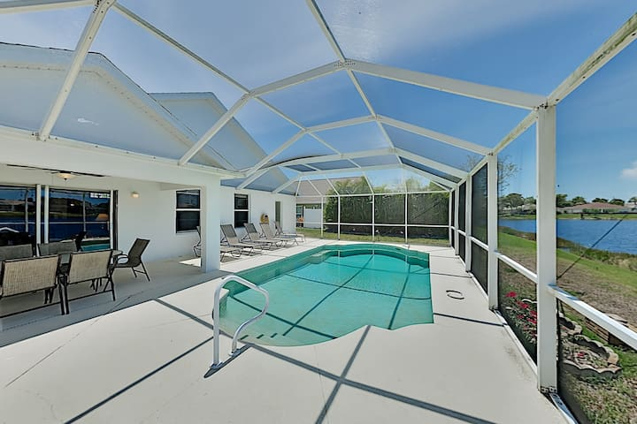 Sweet Fort Myers Beach Retreat w/ Pond-View Pool
