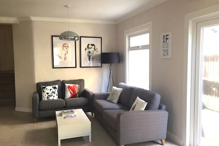 Lovely, 2 bed spacious flat. London - London - Lejlighed