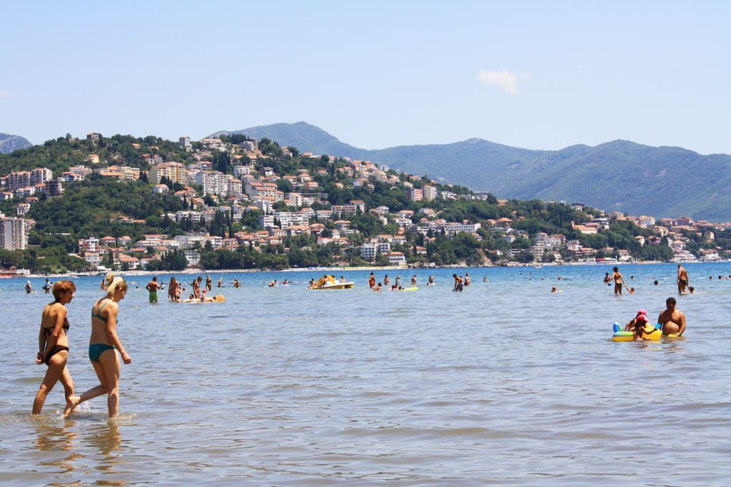 Пляж рядом с апартаментом