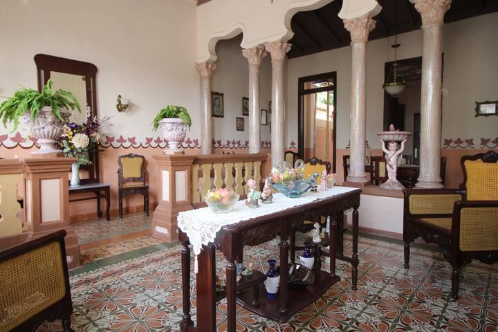 Habitación rosada de Paraíso Colonial.