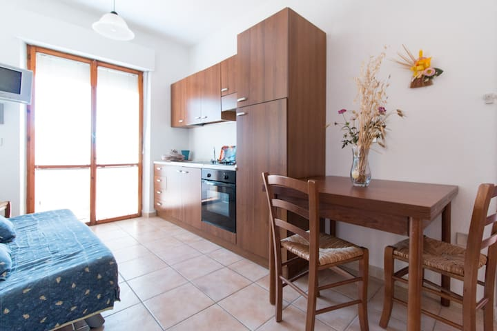 Residence Le Ginestre-App. 6 pax