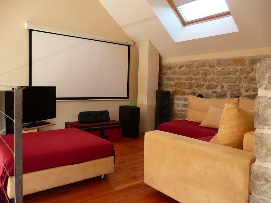 chambre d 39 hotes les coquelicots maisons louer palinges. Black Bedroom Furniture Sets. Home Design Ideas