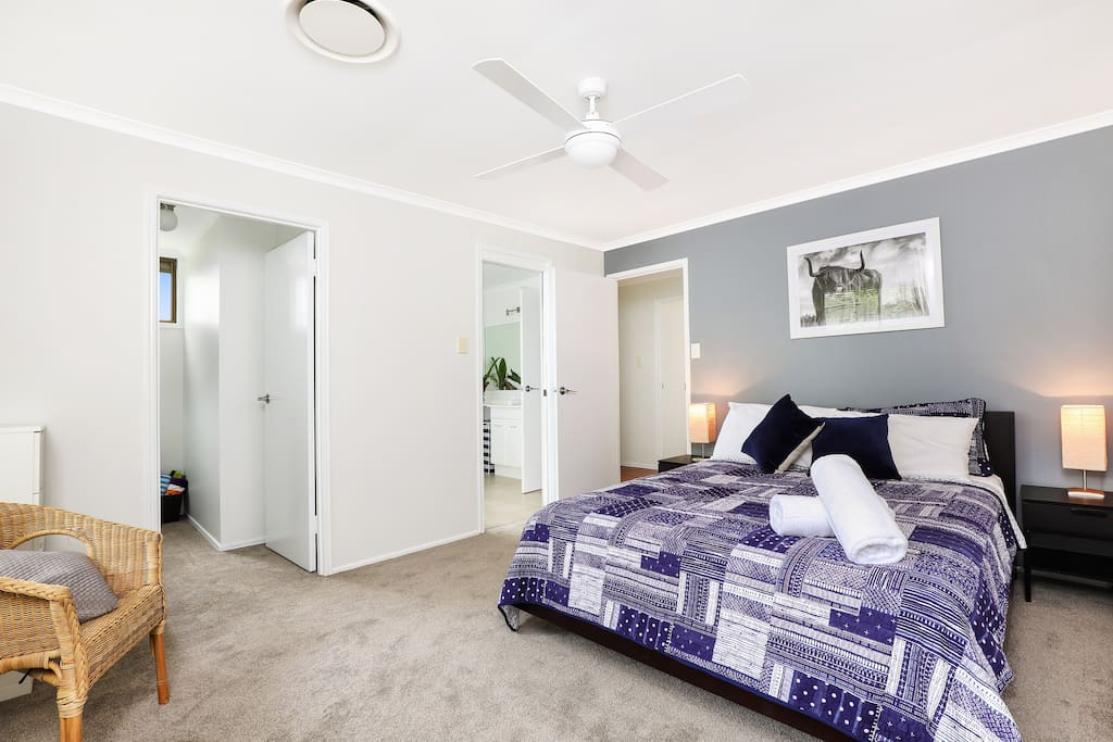 Main Queen Bedroom - An inviting space to unwind!