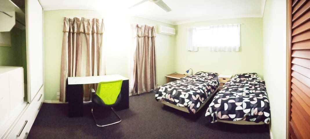 double bed room with air-con Sunnybank 安靜舒適雙人空調房