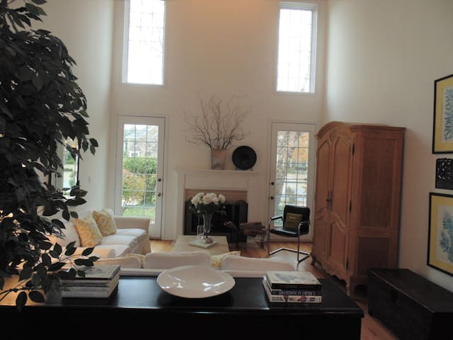 Beautiful Townhome - 2 Bedroom Ste, and Media Room