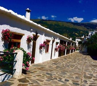 Apto Turistico Rural LOS TINAOS - Bubión - 独立屋