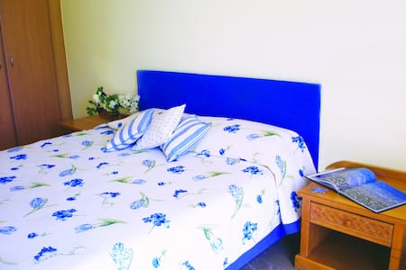 Blue Guestroom @ Livanates - Livanates - Bed & Breakfast