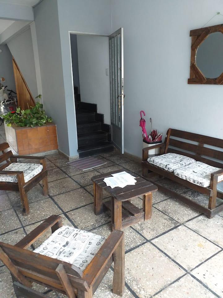 Departamento Céntrico en lugar tranquilo con patio