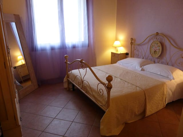 2/8 Romantic room near Venice