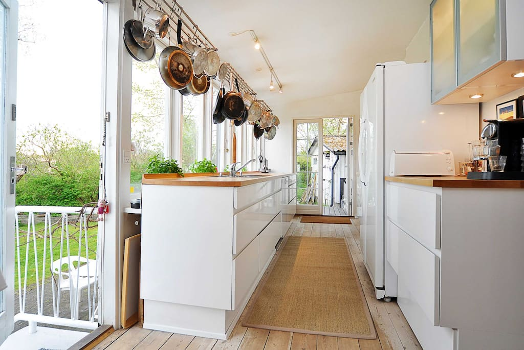 Køkken ud til terrasse og have