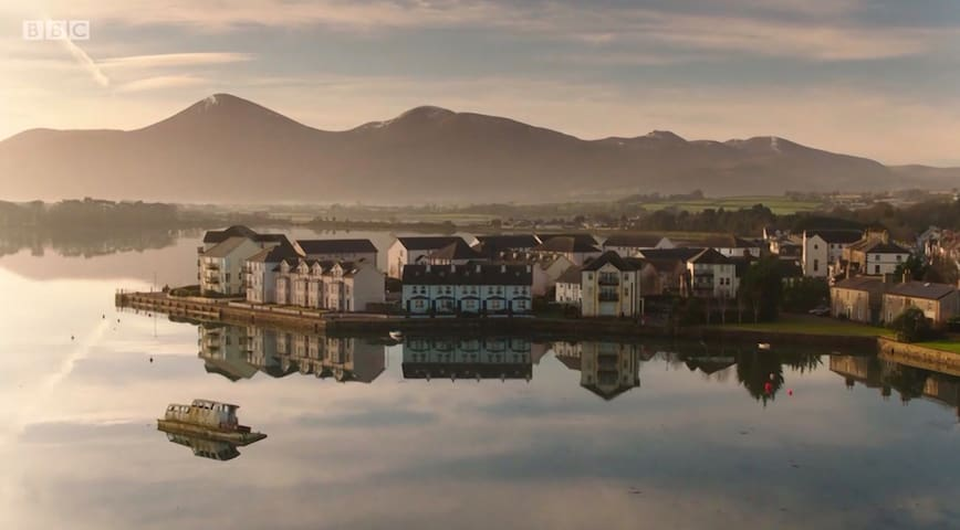 Stay On The Bay, Dundrum amazing mountain views