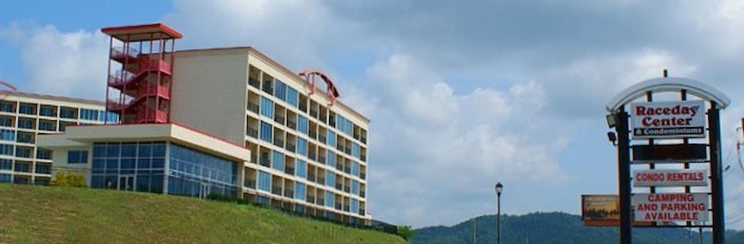 CONDO DIRECTLY ACROSS FROM BRISTOL MOTOR SPEEDWAY