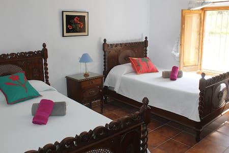 Hab. 2 camas 105cm - Cazorla - Cortijo de La Tiana - Huis