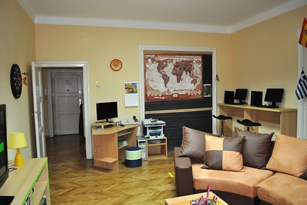 Living room with PCs at disposal