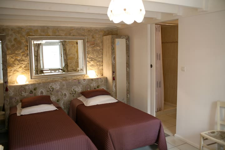 """Les Angelots"" , chambre ""Mutine"" - Condom - Bed & Breakfast"